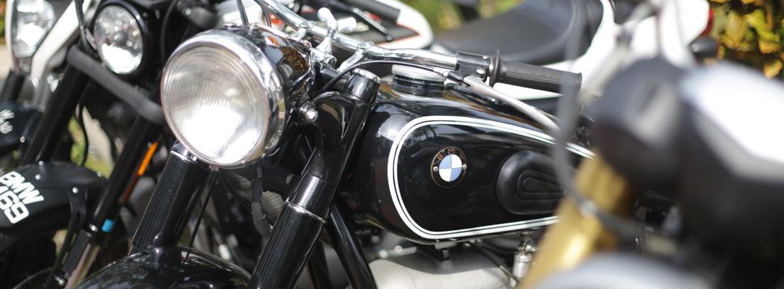 Primer plano de varias motos BMW