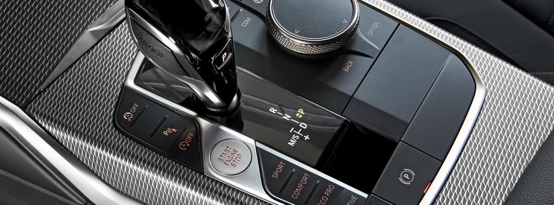 Vista detalle de la palanca de cambios del BMW Serie 3