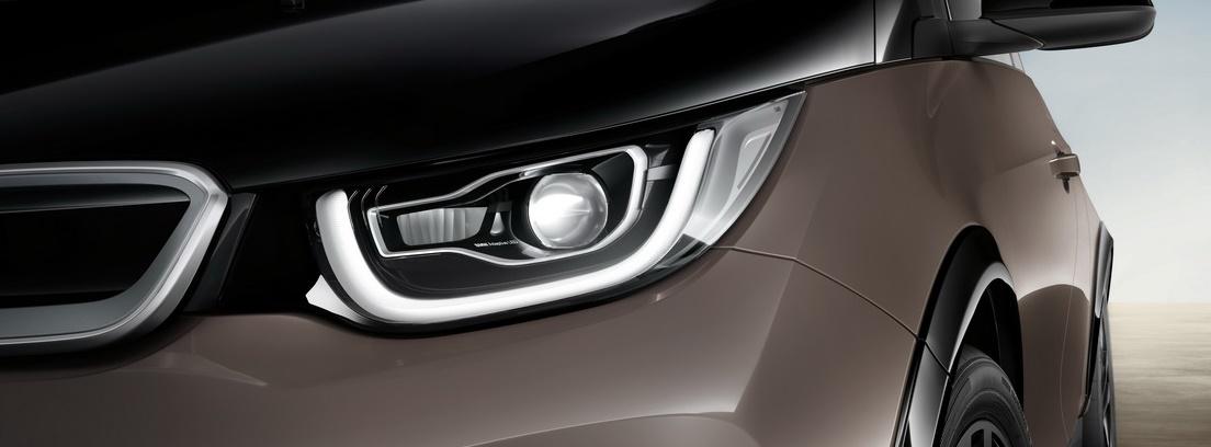 Vista detalle de los faros delanteros del BMW i3
