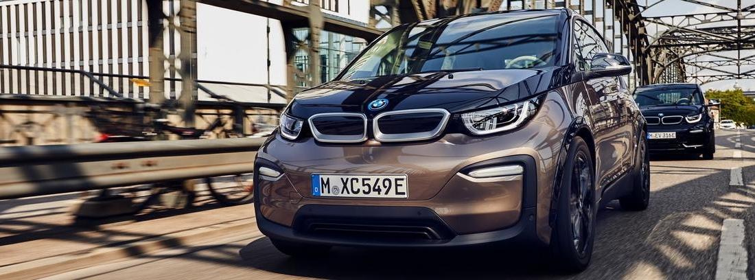 BMW i3 circulando por ciudad