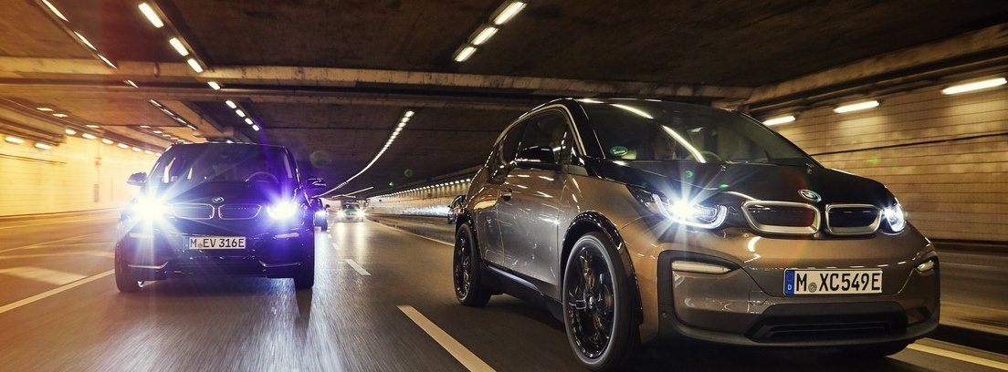 BMW i3 y BMW i3s circulando dentro de un túnel