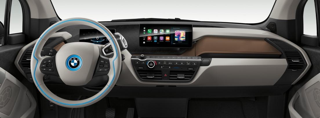 Vista interior del salpicadero del BMW i3