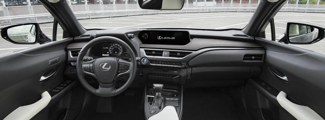 Salpicadero del Lexus UX 250h