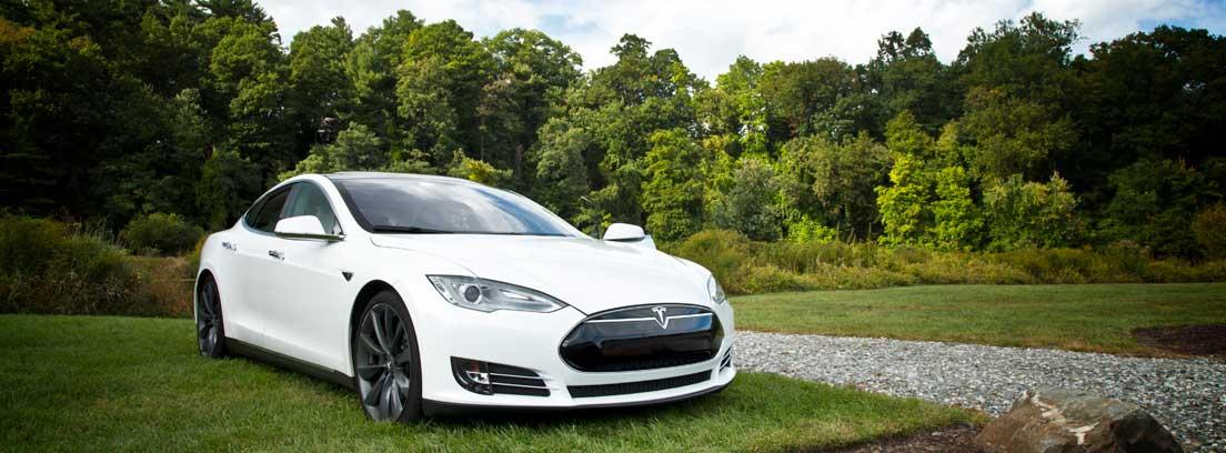 Tesla Model S color blanco