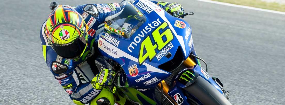 Moto en un gran premio en un circuito