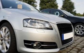 Varios coches aparcados en venta