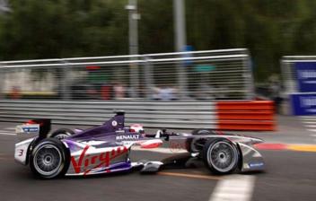 Coche eléctrico en carrera de fórmula E