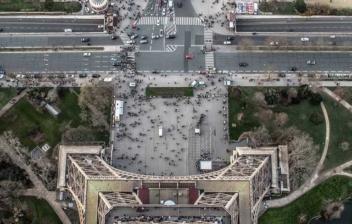 Vista aérea de los alrededores de la Torre Eiffel en Paris