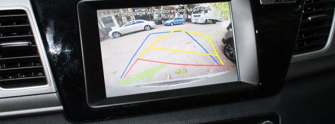 Cámara y asistencia al aparcamiento del Kia Niro
