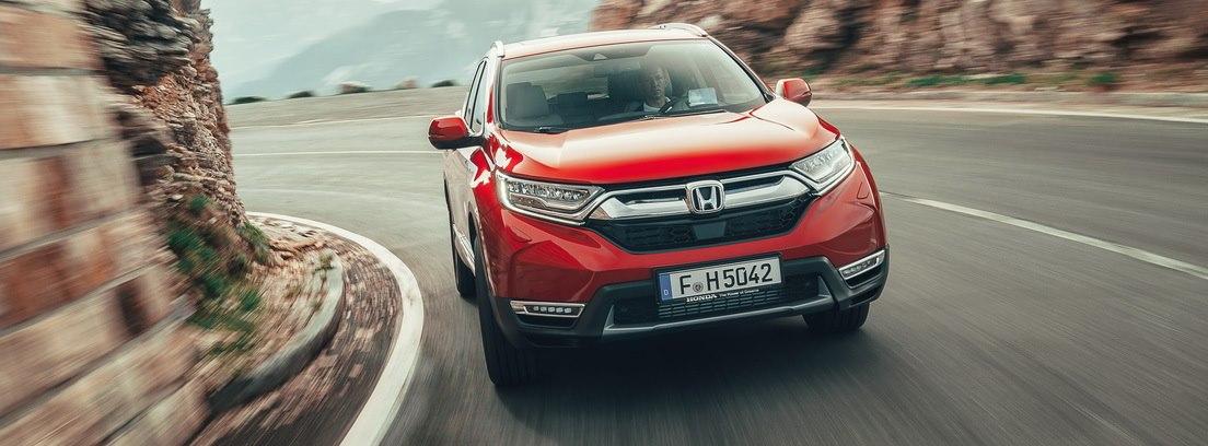 Honda CR-V en carretera de montaña