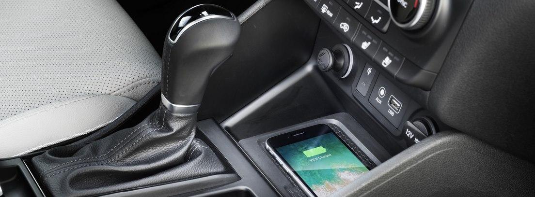Interior con palanca de cambios del nuevo Hyundai Tucson.