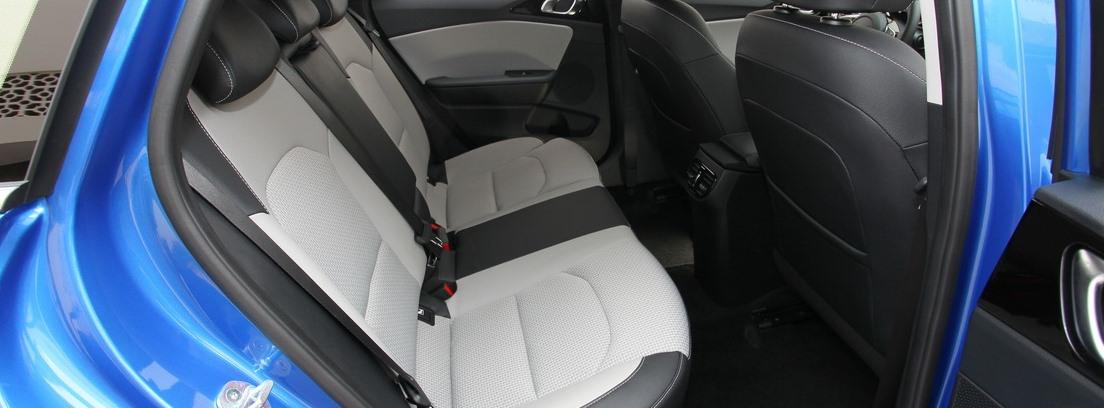 Asientos traseros interiores del nuevo Kia Ceed