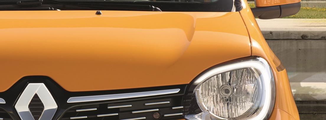Frontal del Renault Twingo amarillo en carretera