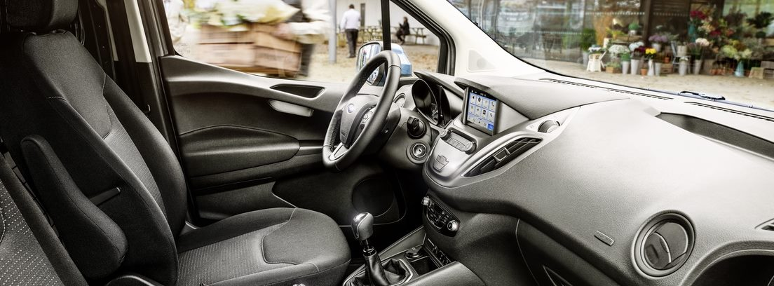 Interior delantero del Ford Transit Courier