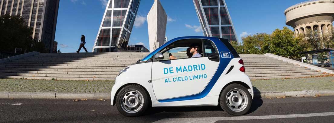Coche de la flota de Car2go en Plaza de Castilla, Madrid