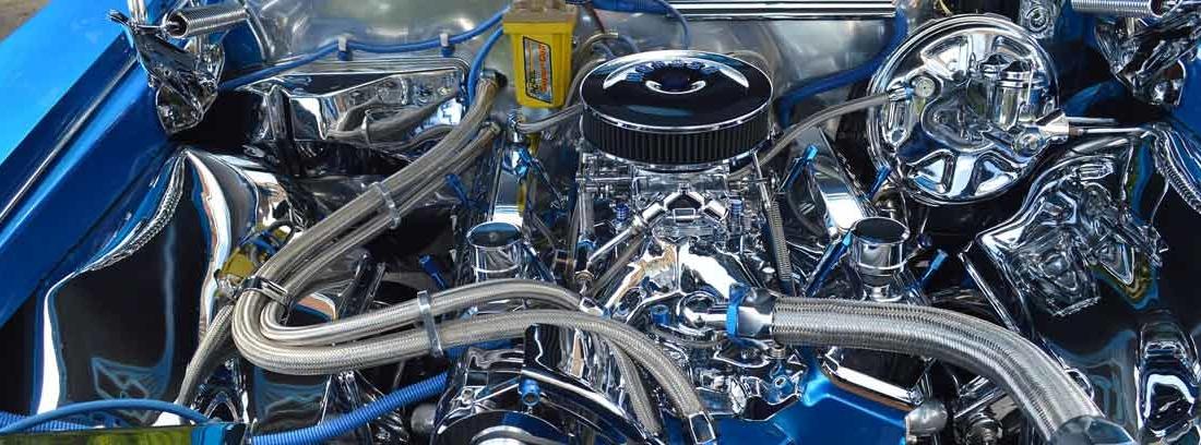 Vista del motor de un coche de carreras