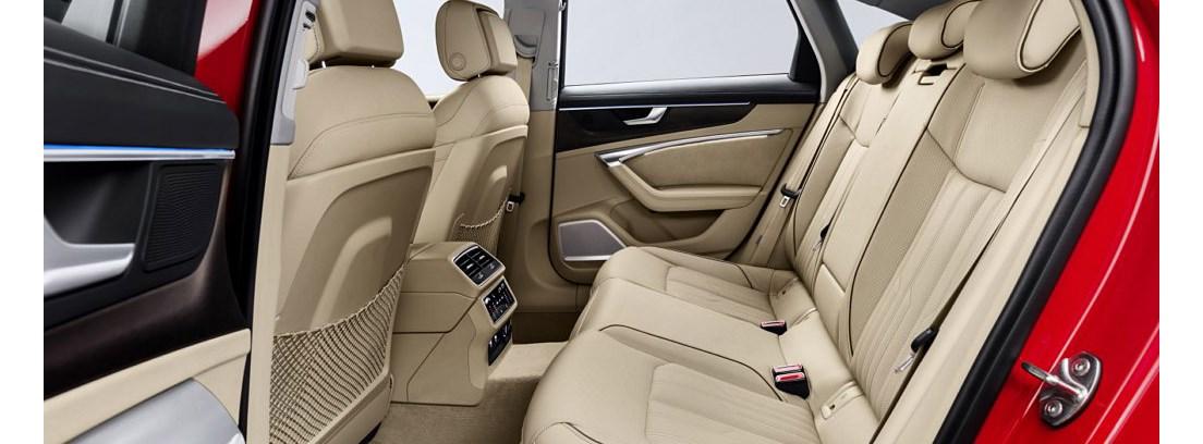 Interior del Audi A6 con tapicería beige