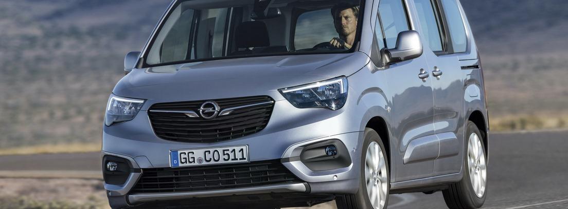 Opel Combo Life en carretera secundaria
