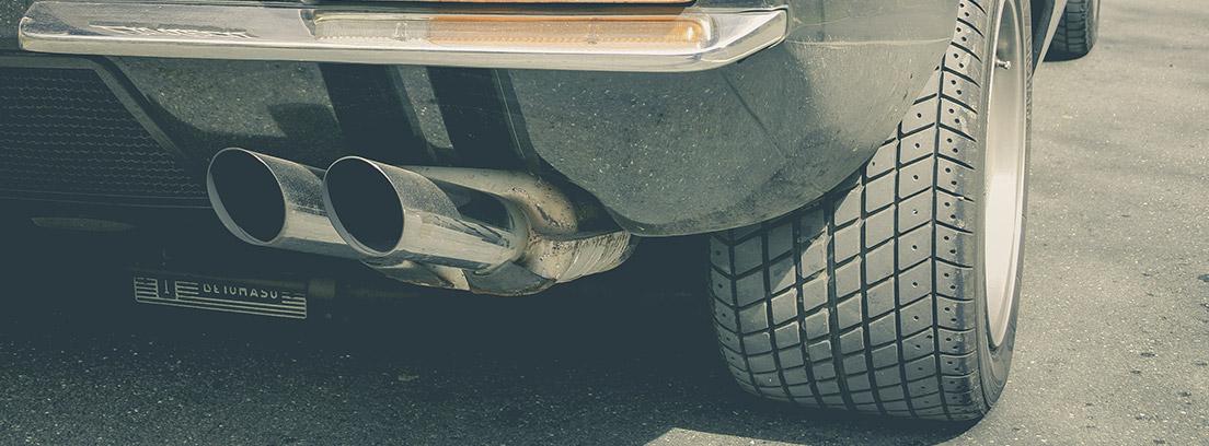 Tubo de escape de coche