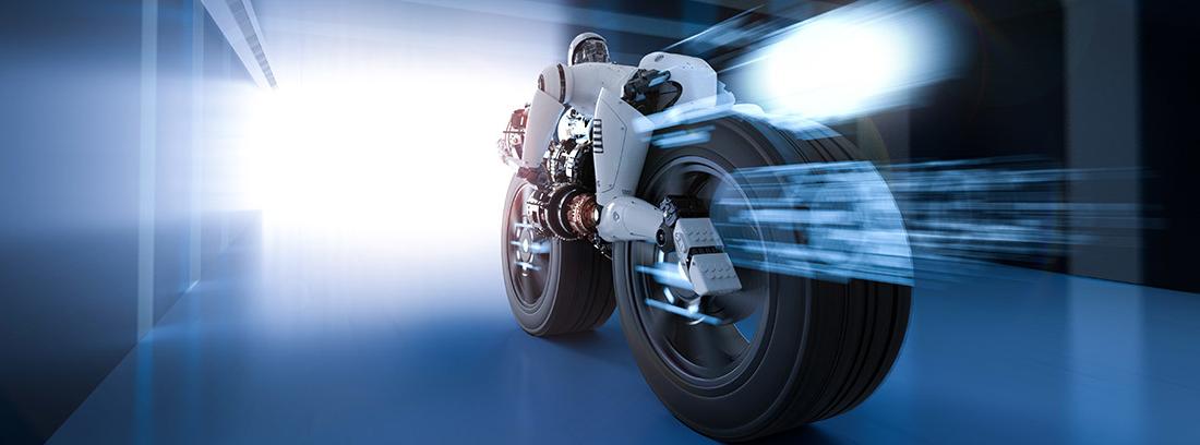 Vista trasera de una moto pilotada por un robot