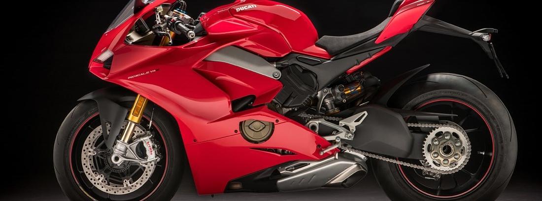 Ducati Panigale V4 S, una megadeportiva racing