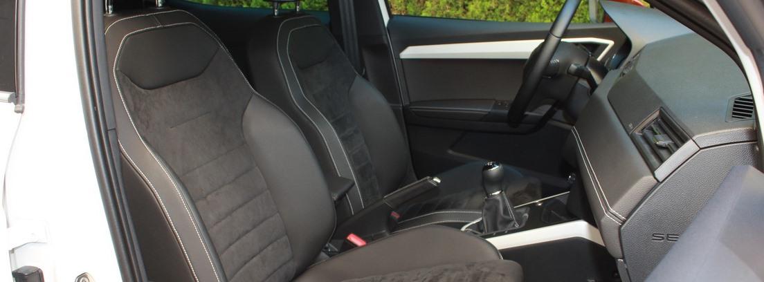 Asientos delanteros del Seat Arona 1.0 Xcellence