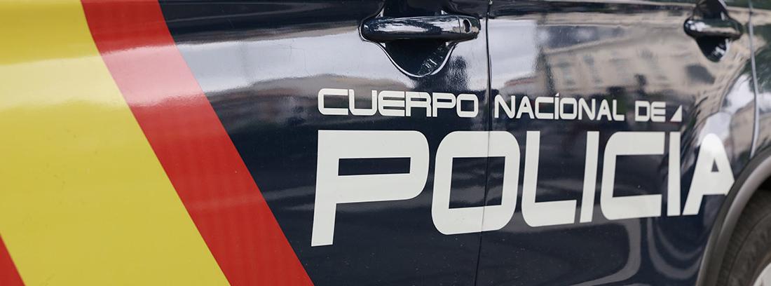 Vista parcial de un coche de la Policía Nacional