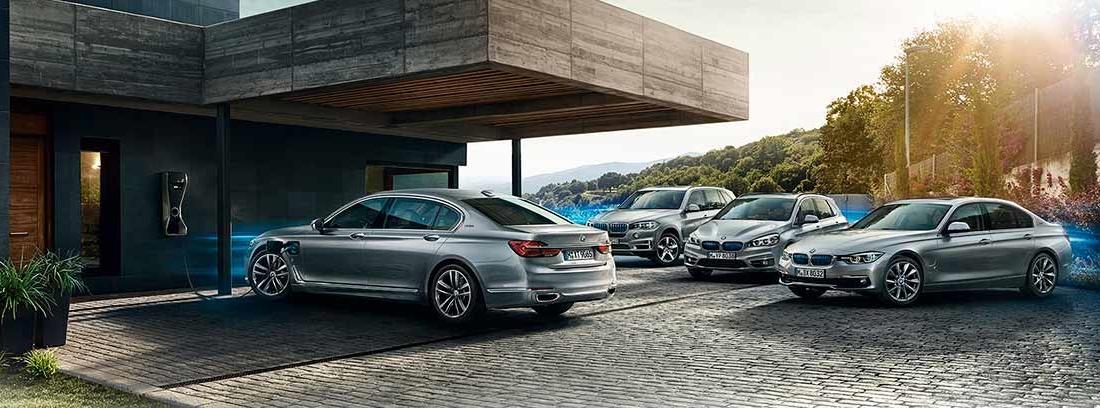 Diferentes coches BMW ecológicos en color plateado