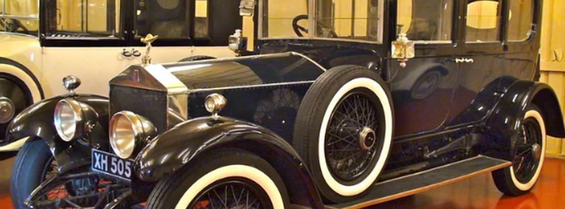 Una de las piezas del museo de coches de Miguel de la Vía