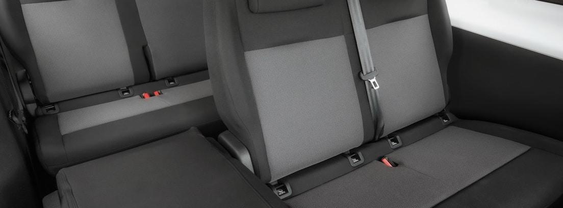Vista interior de los asientos de la Opel Vivaro Combi 2020