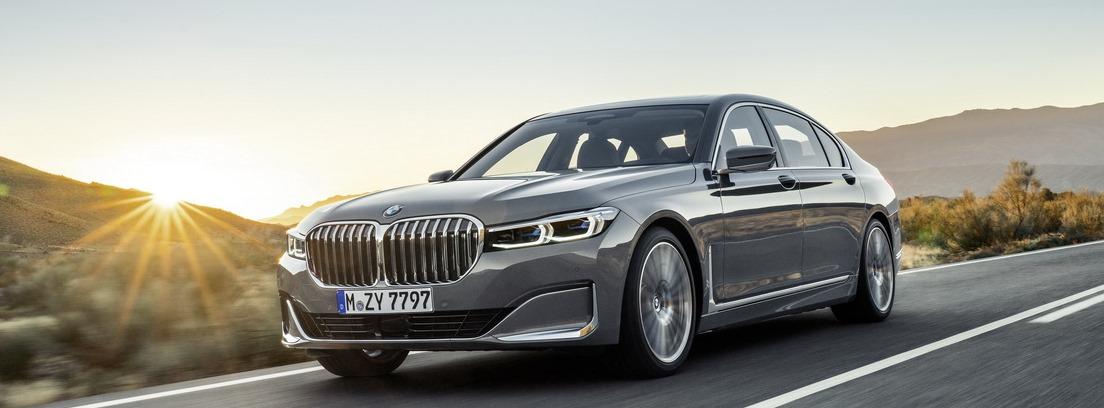 BMW Serie 7 2019 en carretera