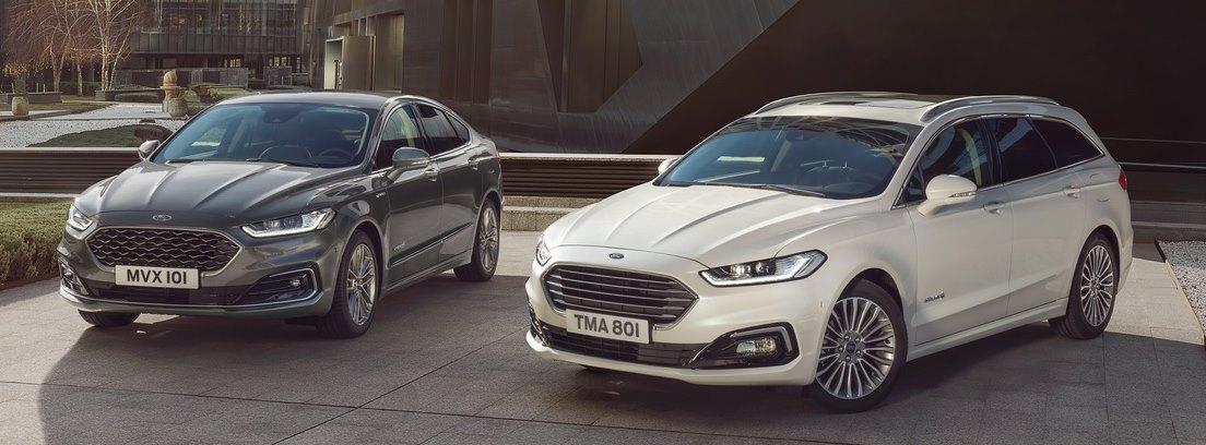 Dos modelos de Ford Mondeo