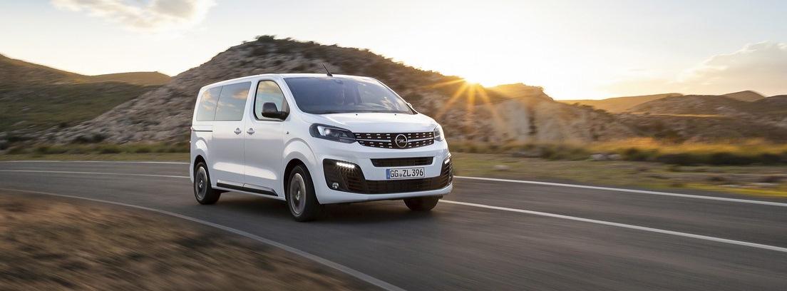 Opel Zafira Life en carretera