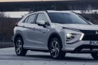 Mitsubishi Eclipse Cross aparcado bajo un techado