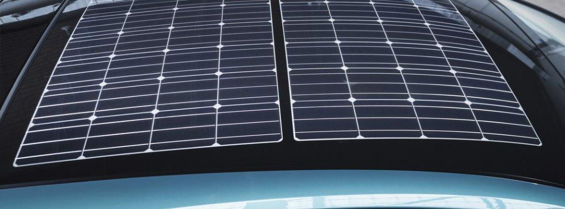 Detalle de las placas solares que incluye una versión del nuevo Toyota Prius Plug-In