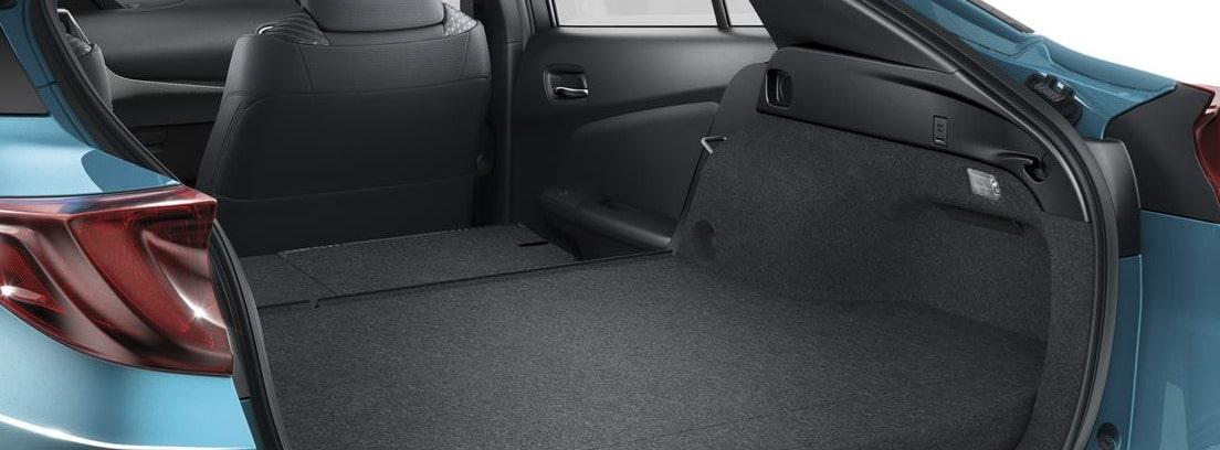 Detalle del maletero abierto del nuevo Toyota Prius Plug-In azul