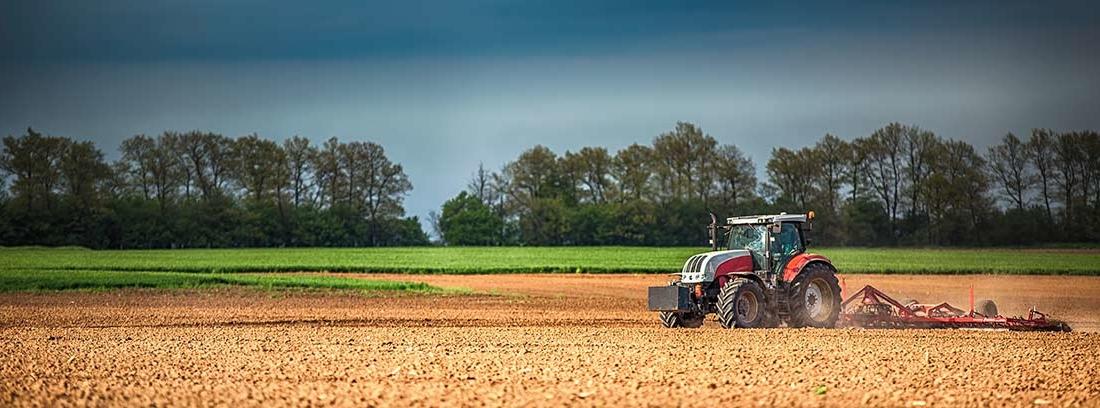 Tractor, un tipo de maquinaria agrícola