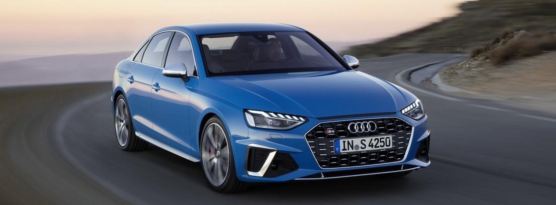 Audi A4 en carretera