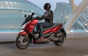 Honda Forza 125i, un scooter de lujo
