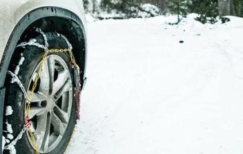 Cómo poner cadenas en las ruedas
