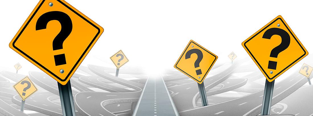 Ilustración de una carretera recta sobre varias carreteras sinuosas y señales de peligro con signos de interrogación