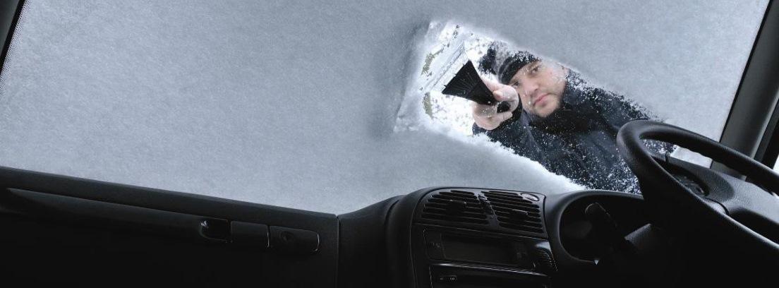 Los trucos más frecuentes para limpiar el hielo de parabrisas