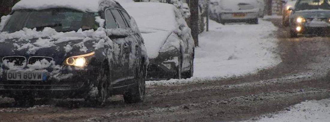 Cómo quitar bien el hielo del parabrisas del coche