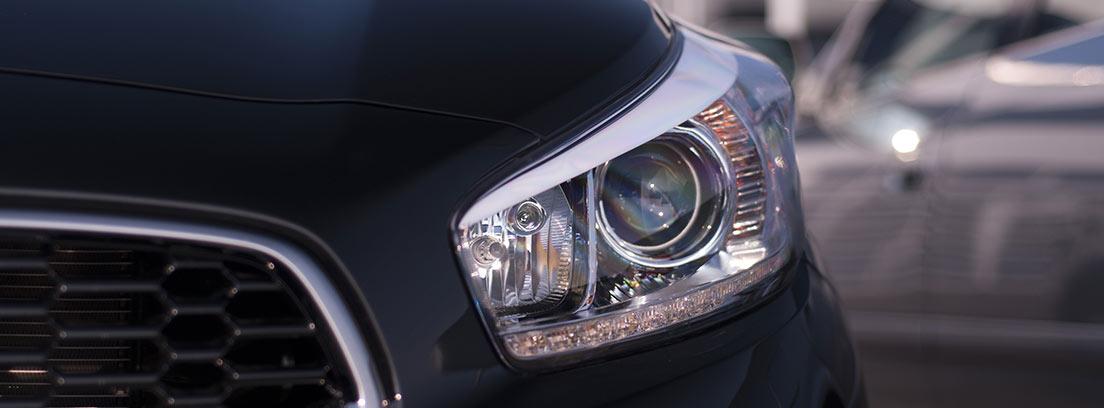 Vista frontal de un coche