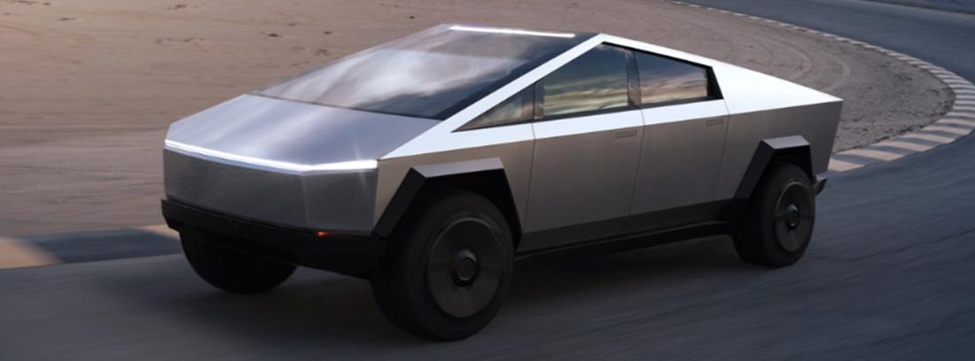 Prototipo Tesla Cybertruck circulando en carretera.