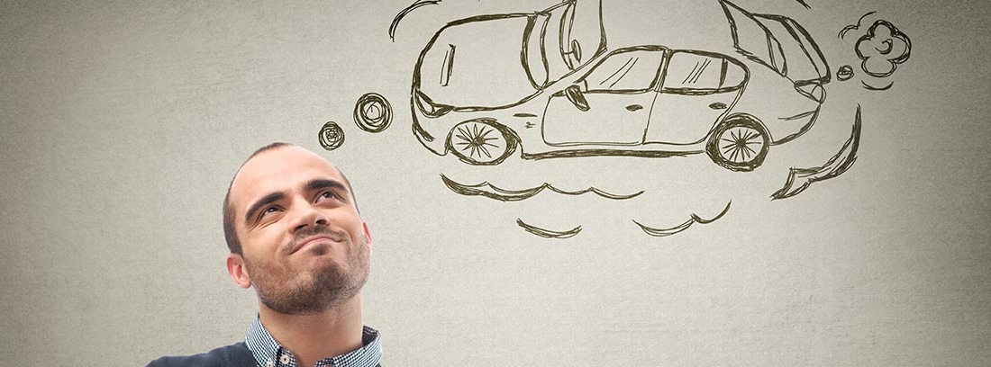 Hombre con gesto pensativo con viñeta coche sobre su cabeza