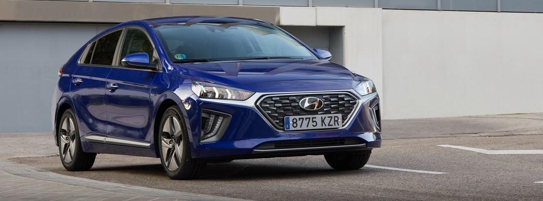 Hyundai Ioniq en carretera