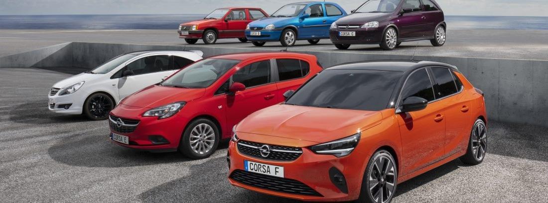 Coches dispuestos en fila para mostrar la nueva gama del Opel Corsa