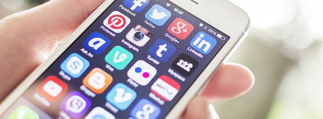 móvil con aplicaciones