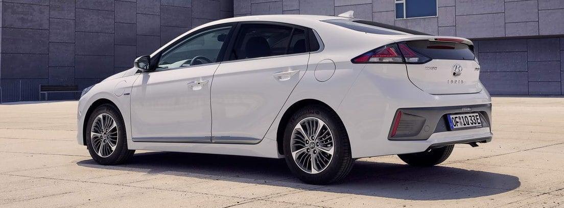 Nuevo Hyundai IONIQ 1.6 GDI PHEV blanco parado